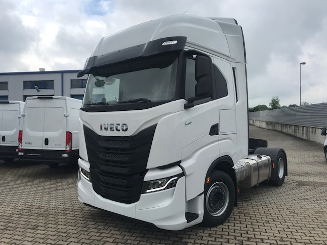 IVECO S-Way Low-deck tahač návěsů