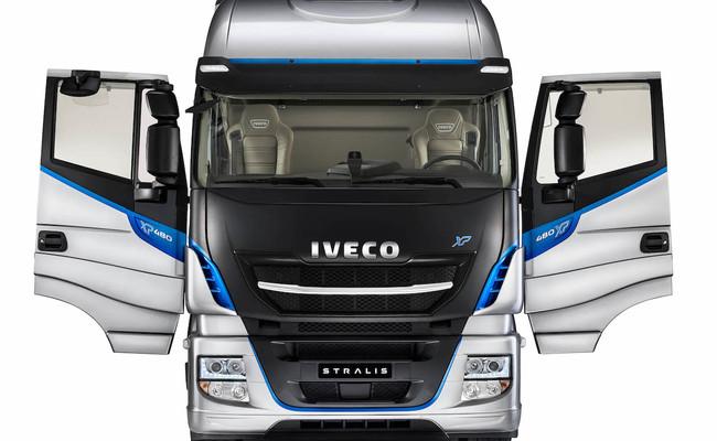 iveco-new-stralis-xp-doors_27818428296_o